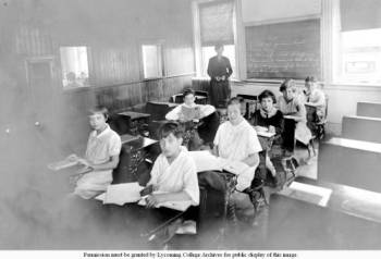 Class_in_Old_Main_elementary_students